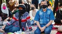 Gubernur Riau Syamsuar dan istri dalam kegiatan dinas sebelum terkonfirmasi Covid-19. (Liputan6.com/Diskominfotik Riau)