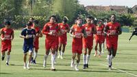 PSM Makassar saat sesi latihan di Yogyakarta jelang melawan PSIS. (Bola.com/Abdi Satria)
