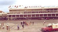Bandar Udara Kemayoran saat masih berfungsi, bukan hanya melayani penerbangan penumpang tapi militer juga memakai bandara ini untuk aktifitas penerbangannya. (i2.wp.com)