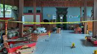 Penampakan lokasi kejadian tewasnya 4 orang korban dalam satu keluarga seniman di Rembang. (Liputan6.com/Ahmad Adirin)