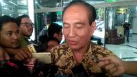 Politikus senior Partai Golkar Theo L Sambuaga menjenguk BJ Habibie di RSPAD, Selasa (10/9/2019). (Merdeka.com/ Ronald)