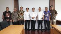 Menteri BUMN Rini Soemarno mengangkat Febriyanto sebagai Direktur Utama serta Lalan Sukmaya sebagai Direktur Operasional Pertani. (Dok Kementerian BUMN)