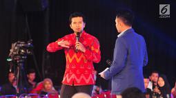 Bupati Trenggalek, Jawa Timur, Emil Dardak saat menjadi pembicara di EMTEK Goes To Campus (EGTC) 2017 di Universitas Airlangga, Surabaya, Kamis (14/9). Para pembicara bercerita pengalaman soal bisnis dan kunci sukses. (Liputan6.com/Helmi Afandi)