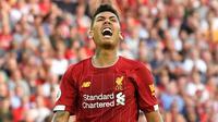 Striker Liverpool, Roberto Firmino, berteriak saat melawan Arsenal pada laga Premier League di Stadion Anfield, Liverpool, Sabtu (24/8). Liverpool menang 3-1 atas Arsenal. (AFP/Ben Stansall)
