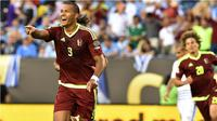 Selebrasi pemain Venezuela Salomon Rondon seusai menjebol jala Uruguay pada laga lanjutan Grup C Copa America 2016. (AFP)