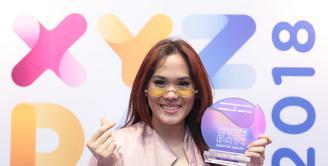 Sheryl Sheinafia menerima penghargaan untuk lagu kolaborasinya dengan Rizky Febian dan Chandra Liow. Lagu berjudul Sweet Talk itu mendapatkan penghargaan yang pertama kalinya. (Adrian Putra/Bintang.com)