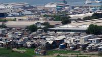 Penataan wilayah kumuh yang dilakukan pemerintah merupakan upaya memanusiakan kembali warga dengan tinggal di tempat yang lebih layak, Jakarta, (10/9/14). (Liputan6.com/Faizal Fanani)