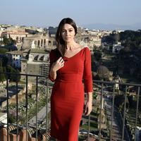 Di usianya yang menginjak 51 tahun, Monica Bellucci mengaku dia sedang menantikan menopause. Gadis Bond ini menjadi berita utama sejak membintangi film yang sangat diantisipasi, 'Spectre'. (Bintang/EPA)