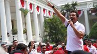 Giring Nidji saat menghibur para peserta Program Penguatan Pendidikan Pancasila di halaman Istana Bogor, Jawa Barat, Sabtu (12/8). (Liputan6.com/Angga Yuniar)