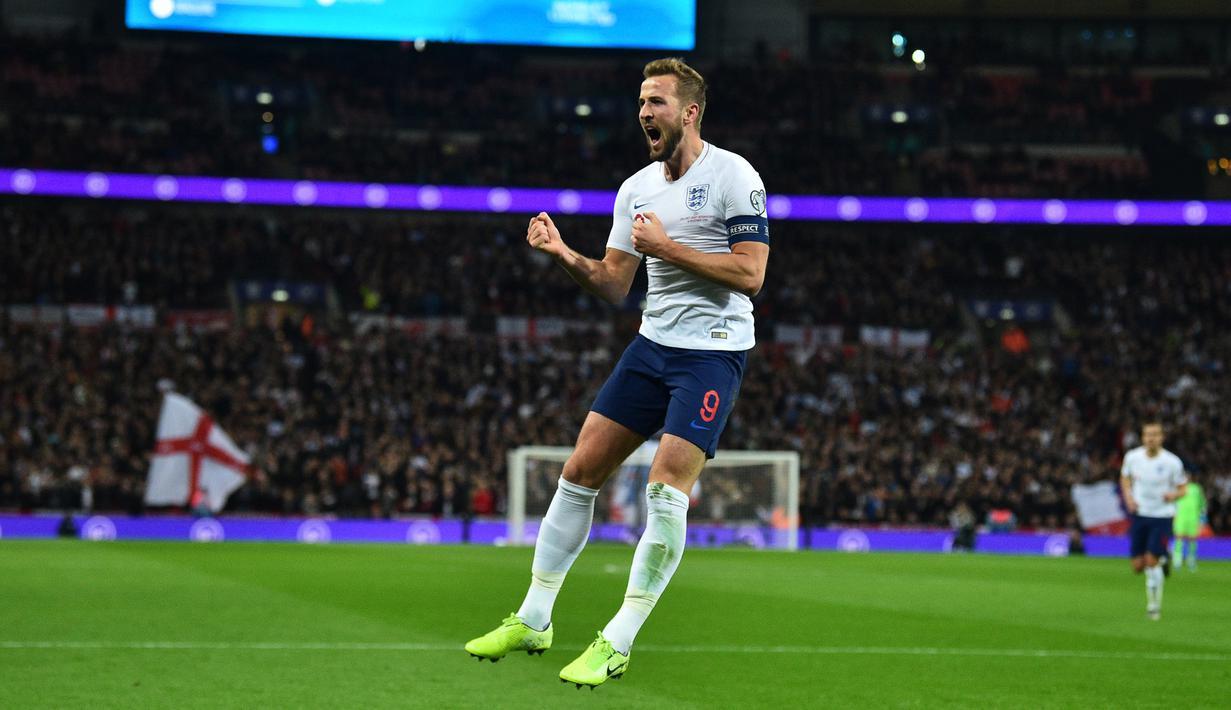 Striker Inggris Harry Kane berselebrasi usai mencetak gol ke gawang Montenegro pada pertandingan Grup A Kualifikasi Piala Eropa 2020 di Stadion Wembley di London (14/11/2019). Di pertandingan ini Kane mencetak 3 gol dan mengantar Inggris menang telak 7-0. (AFP/Glyn Kirk)