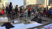 Puluhan Jurnalis dari Mata Rantai Jurnalis Indonesia Menggelar Aksi sosial di Bundaran HI, Thamrin, Jakarta Pusat, Minggu (22/9/2019). (Foto: Fachrur Rozie/Liputan6.com)