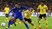 Playmaker Timnas Thailand, Sanrawat Detchmitr (29), saat melawan Malaysia pada leg pertama semifinal Piala AFF 2018. (Bola.com/Dok. AFF Suzuki Cup)