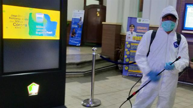 Metro Sepekan: Video WN China Gunakan APD hingga Tenda Nikah di Bekasi