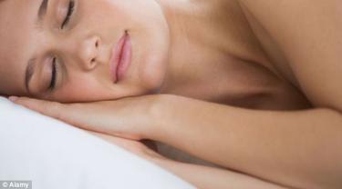 Tidur Tanpa Kenakan Pakaian, Bikin Pasangan Lebih Bahagia