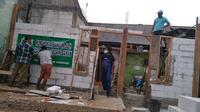 Rumah Rakiman yang dibedah usai puluhan tahun rusak parah. (Liputan6.com/Bam Sinulingga)