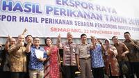 Gubernur Jawa Tengah Ganjar Pranowo saat kegiatan Ekspor Raya Hasil Perikanan Tahun 2019 di Semarang, Jumat (22/11).