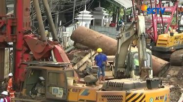 Proses perbaikan diperkirakan memakan waktu 16 jam dengan menggunakan alat berat milik PT Adhi Karya.