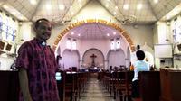 Romo Aloysius Luhur Pribadi saat ditemui di Gereja Katedral, Semarang, Minggu (24/12/2017) (Foto: Tunggul Kumoro/JawaPos.com)