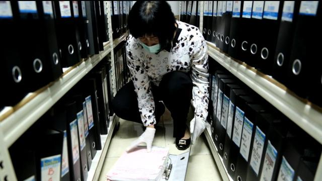 Penyidik direktorat tindak pidana korupsi bareskrim mabes polri, menggeledah sejumlah ruangan PT Adhi Karya di kawasan Pasar Minggu, Jakarta Selatan.