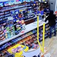 Pencuri ini menjual kembali barang yang dicurinya di toko yang sama. (Sumber Foto: Kapanlagi.com)