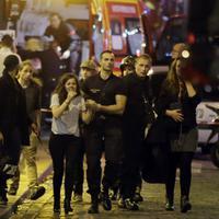 Video ini menjadi bukti kekejaman para teroris yang dengan tega melukai siapapun orang yang mereka temui di Paris, Perancis.