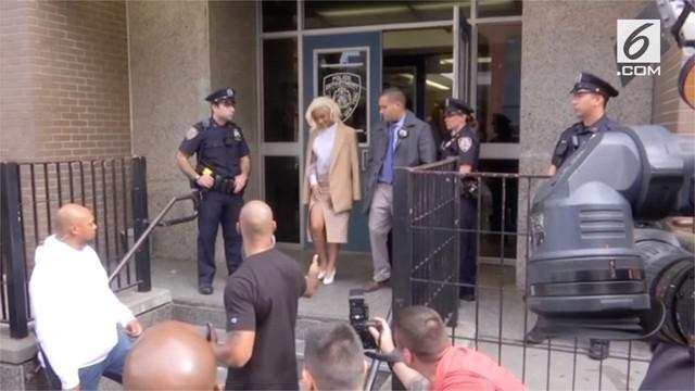 Beberapa waktu lalu, Cardi B, sempat terlibat pertikaian yang terjadi di sebuah klub di New York, Amerika Serikat.