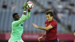 Usai tertinggal, Spanyol ganti menekan Pantai Gading. Upaya Mikel Oyarzabal dan kawan-kawan masih mampu dimentahkan barisan belakang Pantai Gading. (Foto: AP/Andre Penner)