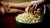 Ketahui fakta mengejutkan soal popcorn yang tidak diketahui banyak pembelinya.