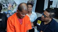 Sukarta menusuk rekannya karena dendam. (Merdeka.com)
