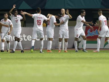 Pemain Palestina melakukan selebrasi usai mencetak gol ke gawang Indonesia pada laga Asian Games di Stadion Patriot, Bekasi, Jawa Barat, Rabu (15/8/2018). (Bola.com/Peksi Cahyo)