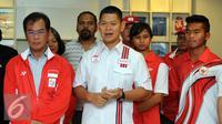 CdM Indonesia Olimpiade Rio, Raja Sapta Oktohari (tengah) sambutan saat melepas keberangkatan tim olimpiade Indonesia di gedung KOI Jakarta, Rabu (27/7). Ia mengatalan kesiapan atlet sudah mencapai tahap akhir. (Liputan6.com/Helmi Fithriansyah)