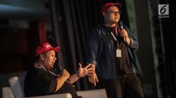 Komika Mo Sidik (kiri) dan Isman HS tampil dalam Jakarta International Comedy Festival (JICOMFEST) 2019, JIExpo Kemayoran, Jakarta, Minggu (4/8/2019). JICOMFEST 2019 menyajikan stand up comedy, video komedi, musik komedi, komedi tradisional dan kompetisi stand up comedy. (Liputan.com/Faizal Fanani)