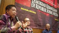 Pengamat Komunikasi Effendi Gazali b saat menjadi pembicara dalam diskusi 'Demokrasi Kebangsaan di Republik Sosial Media' di Jakarta, Kamis (23/3). (Liputan6.com/Faizal Fanani)