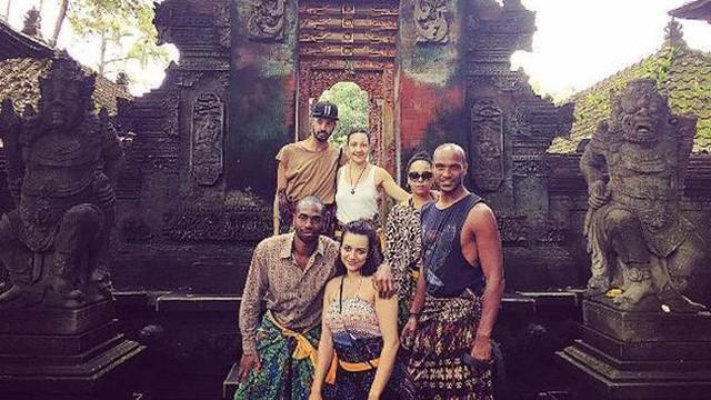 Tingkah rombongan Raja Salman saat liburan di Bali membuat para netizen penasaran.