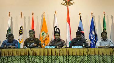KPU dan Badan Pengawas Pemilihan Umum (Bawaslu) saat konferensi pers di Gedung KPU, Jakarta, (21/10/14). (Liputan6.com/Johan Tallo)