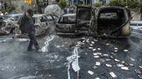 Pembakaran puluhan mobil oleh kelompok pemuda bertopeng di Swedia (AFP)