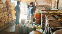Lokasi penampungan kencing minyak CPO di Kota Dumai yang dibongkar Polda Riau. (Liputan6.com/M Syukur)