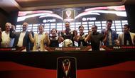 Panitia penyelenggara dan perwakilan klub peserta Piala Presiden 2019 foto bersama di Hotel Sultan, Jakarta, Selasa (19/2). Sebanyak 20 klub akan tampil dalam Piala Presiden yang akan di mulai pada 20 Maret 2019. (Bola.com/M. Iqbal Ichsan)