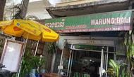 Menyantap makanan di Warung Bali di Phnom Penh, Kamboja sedikit mengobati kerinduan akan Indonesia. (Bola.com/Zulfirdaus Harahap)