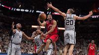 San Antonio Spurs mengukir rekor kemenangan terbanyak dalam satu musim sepanjang sejarah franchise klub saat mengalahkan Toronto Raptors.