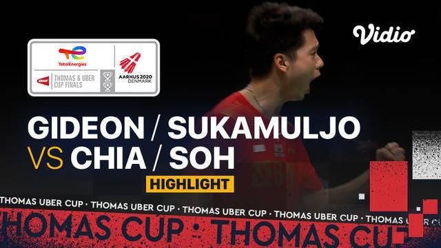 Berita video highlights pertandingan kedua Indonesia vs Malaysia di perempat final Piala Thomas 2020, di mana Kevin Sanjaya / Marcus Gideon membuat Tim Merah Putih unggul 2-0, Jumat (15/10/2021) malam hari WIB.