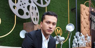 Nicholas Saputra kerap dikenal dengan sapaan Rangga sejak membintangi film 'Ada Apa dengan Cinta?' 14 tahun silam. Aktor tampan ini kembali membintangi sekuel kedua film yang sebelumnya sangat melejit ini. (Dezmond Manullang/Bintang.com)