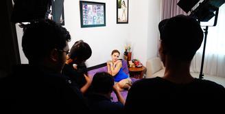 Artis seksi Nikita Mirzani nampaknya tidak ingin tenggelam dalam kasus yang tengah menimpanya baru-baru ini. Ibu dua anak ini diketahui sedang terlibat dalam proyek baru dengan Vidio.com. (Adit SCM/Bintang.com)