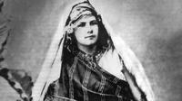 Isabelle Eberhardt berpetualang ke tanah jauh di Aljazair (Wikipedia)