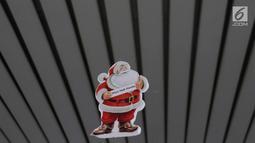 Ornamen Natal terlihat di Stasiun Gambir, Jakarta, Jumat (21/12). Dekorasi tersebut dibuat untuk memercantik suasana Stasiun Gambir dalam rangka menyambut Hari Natal dan Tahun Baru 2019. (Liputan6.com/Immanuel Antonius)
