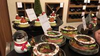Aneka hidangan penutup bertema Natal menjadi pilihan yang unik di kemeriahan akhir tahun Raffles Hotel. (Liputan6.com/Unoviana Kartika Setia)