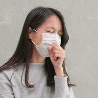 ilustrasi perempuan sakit memakai masker/copyright by leungchopan Shutterstock