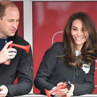 Kate Middleton dan Prince William sepertinya sangat senang ketika bersaing satu sama lain dalam setiap kesempatan. (footwearnews.com)
