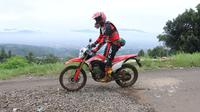 Menguji Honda CRF 150L di habitat aslinya. (AHM)
