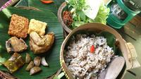 Kuliner Sunda, nasi tutug oncom. (resepseharihari.com)